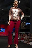 SÃO PAULO-SP-03.03.2015 - INVERNO 2015/MEGA FASHION WEEK - Grife By Su Plus/<br /> O Shopping Mega Polo Moda inicia a 18° edição do Mega Fashion Week, (02,03 e 04 de Março) com as principais tendências do outono/inverno 2015.Com 1400 looks das 300 marcas presentes no shopping de atacado.Bráz-Região central da cidade de São Paulo na manhã dessa segunda-feira,02.(Foto:Kevin David/Brazil Photo Press)