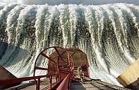Vertedouro da hidrelétrica de Tucuruí no Pará.<br />©Foto: Paulo Santos/Interfoto<br />26/04/2002<br />Negativo Cor 135 Nº8192 T1 F23