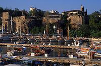 Europe/Turquie/Antalya : Le port dans la lumière du soir