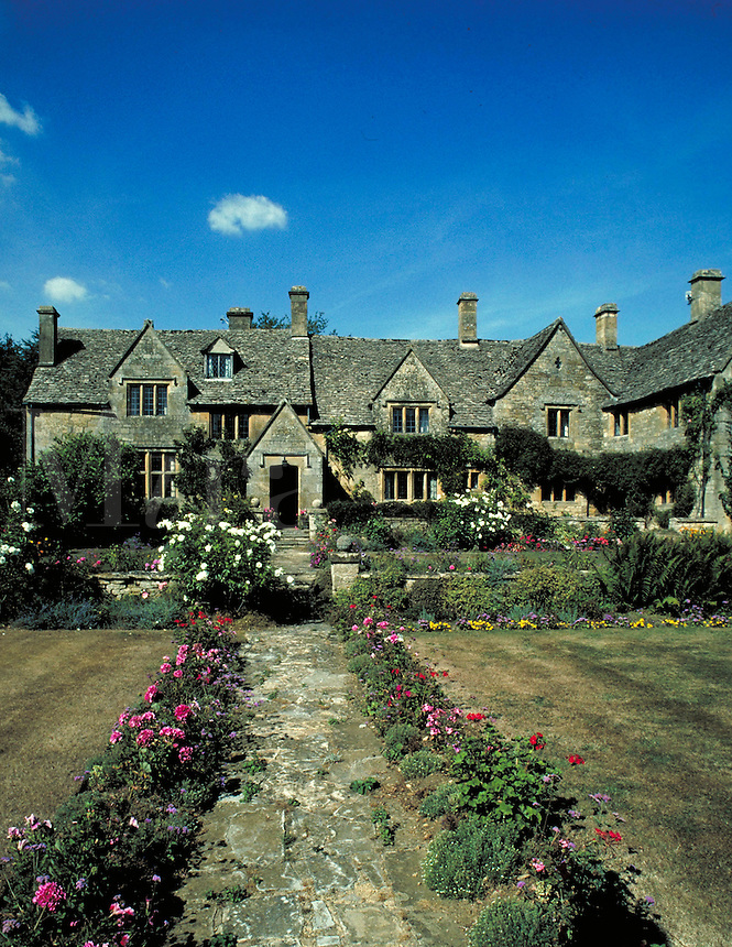 Thatched roof house. Cotswold, England Europe.