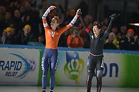 SCHAATSEN: AMSTERDAM: Olympisch Stadion, 10-03-2018, WK Allround, Coolste Baan van Nederland, Felicitaties van Ireen Wüst (NED) voor wereldkampioene Miho Takagi (JPN), ©foto Martin de Jong