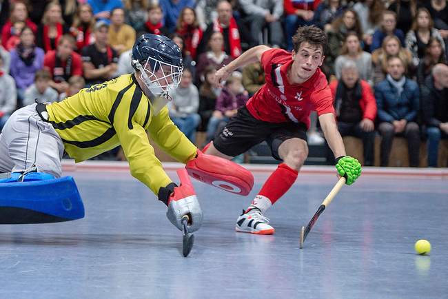 Mannheim, Germany, December 08: During the Bundesliga indoor men hockey match between Mannheimer HC and TSV Mannheim on December 8, 2019 at Irma-Roechling-Halle in Mannheim, Germany. Final score 3-6. (Copyright Dirk Markgraf / 265-images.com) *** Lars Gaertner #99 of TSV Mannheim