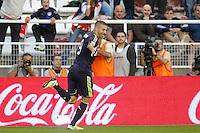 MADRI, ESPANHA, 24 SETEMBRO 2012 - CAMP. ESPANHOL - RVL X MAD - Karim Benzema  jogador do Real Madrid comemora seu gol durante lance de partida contra o Rayo Valecano, no estadio Teresa Rivero em Madri capital da Espanha, nesta segunda-feira, 24. (FOTO: CESAR CEBOLLA / ALFAQUI / BRAZIL PHOTO PRESS).