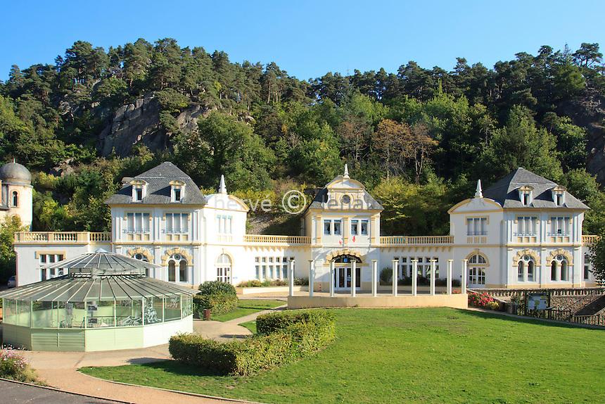 France, Puy-de-Dôme,Saint-Nectaire, l'ancienne établissement thermale actuellement siège de l'Office de Tourisme // France, Puy de Dome,St Nectaire, the former spa is currently the headquarters of the Tourist Office