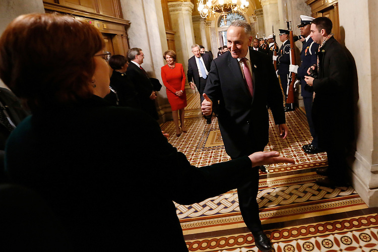 U.S. Senator Charles Schumer (D-NY) gives a thumbs-up as he arrives at the senate carriage entrance for swearing-in ceremonies at the U.S Capitol in Washington, January 21, 2013.   REUTERS/Jonathan Ernst   (UNITED STATES)