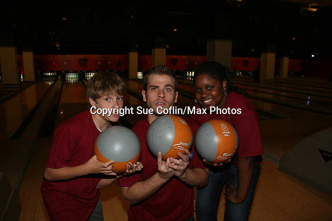 Carmen LoPorto - Scott Evans - Shenell Edmonds bowl at the 2009 Daytime Stars and Strikes to benefit the American Cancer Society to benefit the American Cancer Society on October 11, 2009 at the Port Authority Leisure Lanes, New York City, New York. (Photo by Sue Coflin/Max Photos)