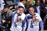 SÃO PAULO, SP, 14 DE JULHO DE 2012 – MARCHA PARA JESUS: Marcelo Crivela (e) Frank Aguiar (d) durante Marcha para Jesus 2012, realizada na manhã deste sábado (14) em São Paulo. A concentração ocorreu em frente a Estação da Luz onde a multidão seguiu caminhando até a Praça Campos de Bagatelle na zona norte da cidade, onde foi montado um palco para a realização de vários shows de música gospel. FOTO: LEVI BIANCO – BRAZIL PHOTO PRESS