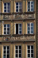 Europe/Pologne/Varsovie: Place du vieux-marché (Rynek Starego Miasta) de la vieille ville - Détail façades des maisons et marché