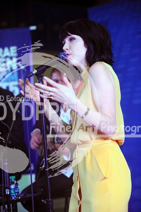 Carly Rae Jepsen live am JetBlue Terminal von John F. Kennedy International Airport. New York, 21.08.2015
