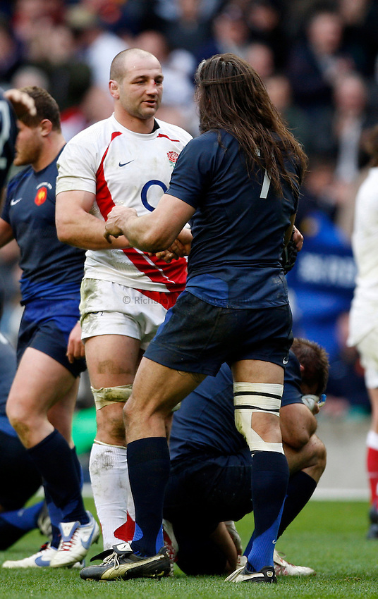 Photo: Richard Lane/Richard Lane Photography. England v France. RBS Six Nations Championship. 15/03/2009.  England's Steve Borthwick shakes hands with France's Sebastien Chabal.