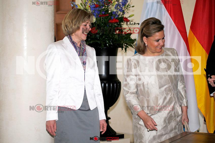Presidente Federal Alem&aacute;n Joachim Gauck y la Primera Dama Daniela Schadt durante la bienvenida del Gran Duque Henri y la Gran Duquesa Mar&iacute;a Teresa de Luxemburgo, con honores militares por parte de Alemania Joachim Gauck Presidente en el Palacio de Bellevue, Berl&iacute;n, 23.04.2012 ... <br /> (Foto:&copy;*Stocki/Cara*a*Cara*Mediapunchinc/NortePhoto.com*)<br /> **SOLO*VENTA*EN*MEXICO**