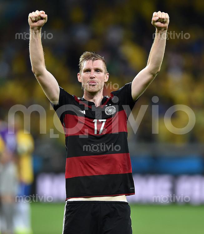 FUSSBALL WM 2014                HALBFINALE Brasilien - Deutschland          08.07.2014 Per Mertesacker (Deutschland) jubelt nach dem Abpfiff