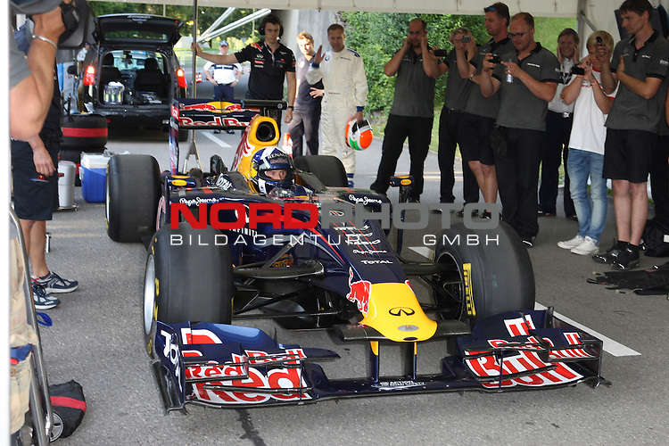 16.07.2011, Olympia Stadion, Muenchen, GER, DTM, DTM Show Event in Muenchen, im Bild <br /> <br /> David Coulthard am Formel 1 Auto Red Bull <br /> <br />   // during the DTM Show Event , on 2011/07/16, Olympia Stadion, Munich, Germany, Foto &copy; nph / Straubmeier