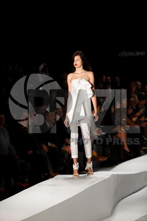 SAO PAULO, 11 DE JUNHO DE 2012. SAO PAULO FASHION WEEK VERAO 2013.  A marca Tufi Duek apresenta a coleção verão 2013 durante a  33 edição da São Paulo Fashion Week na Bienal. FOTO: ADRIANA SPACA - BRAZIL PHOTO PRESS