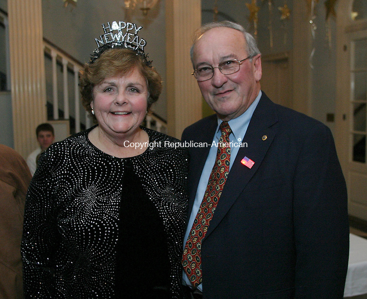 WASHINGTON, CT - 31 December 2004 -123104BZ09-  From left- Linda Spak, chairman of the 225th New Years Eve Gala Committee; and her husband Sam Spak, of Washington<br /> <br /> during the town's 225th anniversary New Year's Eve Gala at the Bryan Memorial Town Hall Friday night.<br /> Jamison C. Bazinet Photo.