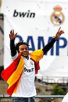 MADRID, ESPANHA, 04 MAIO DE 2012 - COMEMORACAO REAL MADRID - Marcelo jogador do Real Madrid, celebra o titulo da Liga Espanhola, na Praca Cibeles no centro de Madrid, ontem quinta-feira, 3. (FOTO: ARNEDO  ALCONADA / ALTER / ALFAQUI / BRAZIL PHOTO PRESS)