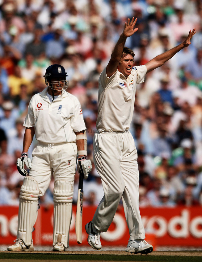 Photo: Glyn Thomas..England v Australia. nPower Test Series. The Ashes 2005..09/09/2005..Australia's Glenn McGrath appeals in vain for the wicket of Ashley Giles (L).