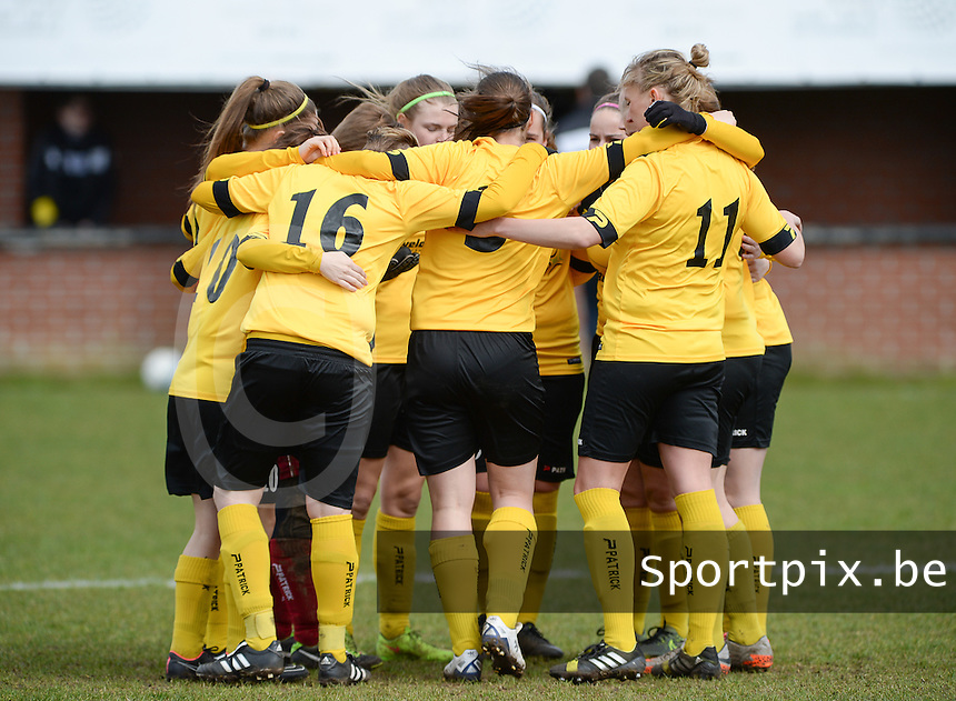 20160328 - Zwevezele , BELGIUM : Team Zwevezele pictured during the soccer match between the women teams of Voorwaarts Zwevezele and FC Turnhout  , on the 20th matchday of the Belgian Third division for Women on Saturday 28 th March 2016 in Zwevezele .  PHOTO SPORTPIX.BE DAVID CATRY