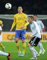 Fussball International  WM Qualifikation 2014   16.10.2012 Deutschland - Schweden Zlatan Ibrahimovic (li, Schweden) gegen Bastian Schweinsteiger (Deutschland)