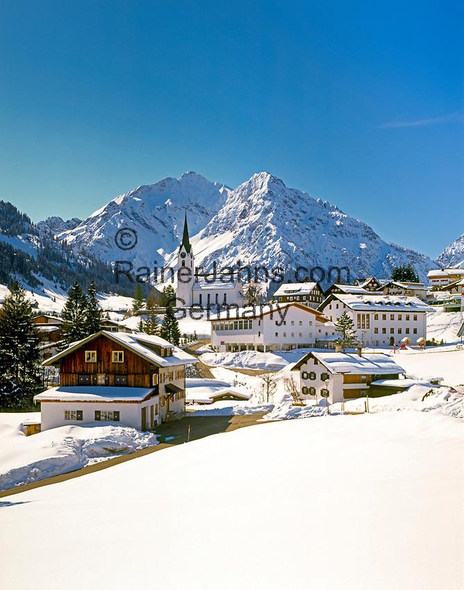 Oesterreich, Kleinwalsertal, Hirschegg vor Allgaeuer Alpen   Austria, Kleinwalsertal, village Hirschegg and Allgaeuer Alps
