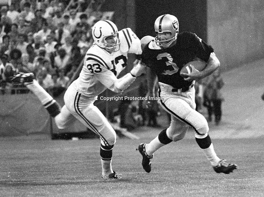 Oakland Raiders Daryle Lamonica chased by Baltimore Colts          (1969 photo/Ron Riesterer)