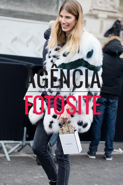 Street Style<br /> <br /> Paris - Alta Costura - Ver&atilde;o 2017<br /> <br /> <br /> foto: FOTOSITE