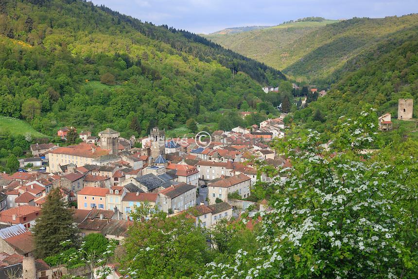 France, Haute-Loire (43), Blesles, labellisé Les Plus Beaux Villages de France, vue générale du village // France, Haute Loire, Blesles, labelled Les Plus Beaux Villages de France (The most beautiful villages of France)
