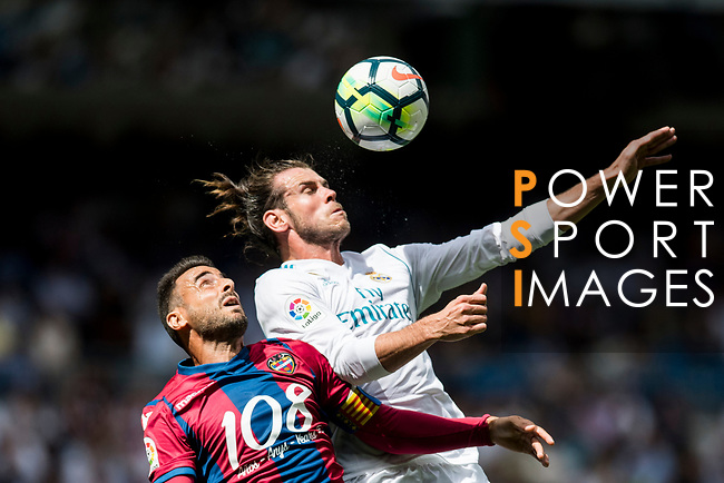 Gareth Frank Bale (R) of Real Madrid fights for the ball with Pedro Lopez Munoz (L) of Levante UD during the La Liga match between Real Madrid and Levante UD at the Estadio Santiago Bernabeu on 09 September 2017 in Madrid, Spain. Photo by Diego Gonzalez / Power Sport Images