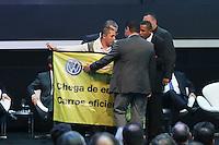 SAO PAULO, SP, 30.10.2014 - ABERTURA SALAO AUTOMOVEL - Ativista do Greenpeace realiza protesto durante abertura do 28ø Salão Internacional do Automovel no Anhembi na regiao norte de Sao Paulo, nesta quinta-feira, 31. (Foto: Vanessa Carvalho / Brazil Photo Press).
