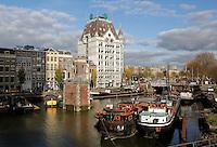 Rotterdam- Het Witte Huis bij de vroeger haven.