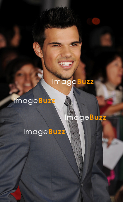 LOS ANGELES, CA - NOVEMBER 12: Taylor Lautner  arrives at 'The Twilight Saga: Breaking Dawn - Part 2' Los Angeles premiere at Nokia Theatre L.A. Live on November 12, 2012 in Los Angeles.