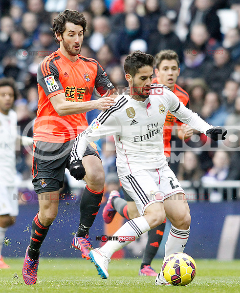 Real Madrid's Isco (r) and Real Sociedad's Esteban Granero during La Liga match.January 31,2015. (ALTERPHOTOS/Acero) /NortePhoto<br />