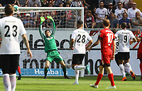 Luka Jovic (Eintracht Frankfurt) Schuss geht an die Latte - 21.04.2018: Eintracht Frankfurt vs. Hertha BSC Berlin, Commerzbank Arena