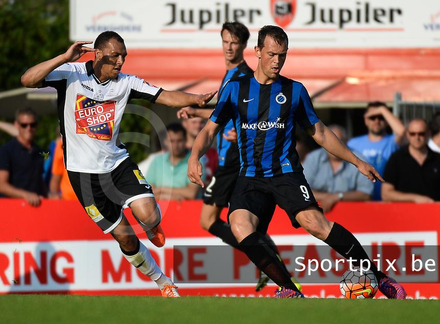 KSV Roeselare - Club Brugge KV : Tom Desutter (r) aan de bal voor Mael Lepicier (links) <br /> foto VDB / BART VANDENBROUCKE