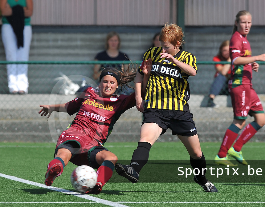 Dames Zulte - Waregem : Charlien Ver Eecke in duel met Lien Mermans ( Lierse ).foto DAVID CATRY  / Vrouwenteam.be.