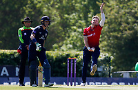Sam Cook of Essex in bowling action during Middlesex vs Essex Eagles, Royal London One-Day Cup Cricket at Radlett Cricket Club on 17th May 2018