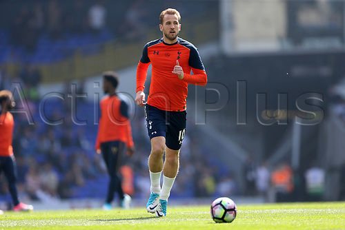 April 8th 2017,White Hart Lane, Tottenham, London, England; EPL Premier league football, Tottenham Hotspur versus Watford; Harry Kane of Tottenham Hotspur during pre match warm up