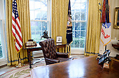 The Resolute desk is seen in the Oval Office of the White House March 31, 2017 in Washington, DC. <br /> Credit: Olivier Douliery / Pool via CNP
