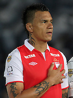 .BOGOTA-COLOMBIA-24-01-2013.Humberto Mendoza ,jugador del Independiente Santa Fe  durante la entonación de los himnos en  el primer partido de la superliga donde vencieron dos goles a uno a Los Millonarios.Humberto Mendoza, who plays for Independiente Santa Fe during the singing of the hymns in the first match of the Super League where they beat two goals to one on millionaires. .Photo: VizzorImage/Felipe Caicedo....