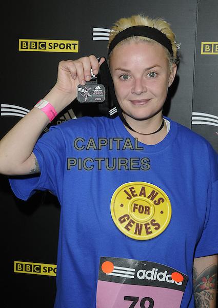 GAIL PORTER .The Adidas Women's 5km Fun Run, Hyde Park, London, England..September 5th, 2010.half length black blue t-shirt medal headband hand .CAP/CAN.©Can Nguyen/Capital Pictures.