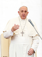 Papa Francesco tiene l'udienza generale del mercoledi' in Piazza San Pietro, Citta' del Vaticano, 12 novembre 2014.<br /> Pope Francis attends his weekly general audience in St. Peter's Square at the Vatican, 12 November 2014.<br /> UPDATE IMAGES PRESS/Riccardo De Luca<br /> <br /> STRICTLY ONLY FOR EDITORIAL USE
