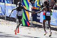 NEW YORK, NY, 06.11.2016 - MARATONA-NEW YORK -Ghirmay Ghebreslassie  da Eritreia cumprimenta o segundo colocado  Lucas Rotich do Quenia durante a Maratona Internacional de New York  nos Estados Unidos neste domingo, 06. (Foto: William Volcov/Brazil Photo Press)