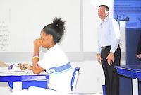 ATENÇÃO EDITOR: FOTO EMBARGADA PARA VEÍCULO INTERNACIONAL - RIO DE JANEIRO,RJ 25 DE SETEMBRO 2012 - Nesta terça feira (25) O prefeito da cidade do Rio de Janeiro Eduardo Paes visita a escola municipal Andre Uran situado na favela da Rocinha.FOTO RONALDO BRANDAO/BRAZIL PHOTO PRESS