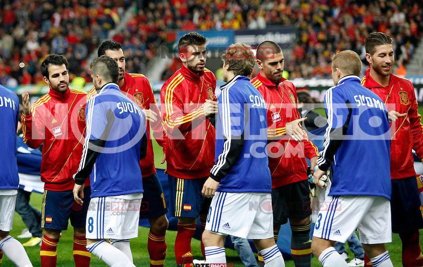 Spain's players greeting Finland´s before international match of the qualifiers for the FIFA World Cup Brazil 2014.March 22,2013.(ALTERPHOTOS/Victor Blanco)