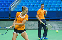 Moskou, Russia, Februari 3, 2016, Fed Cup Russia-Netherlands,  Practise Dutch team,   Arantxa Rus with captain Paul Haarhuis<br /> Photo: Tennisimages/Henk Koster