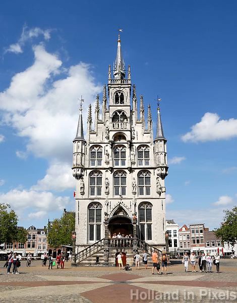 Het oude Stadhuis van Gouda op de Markt.