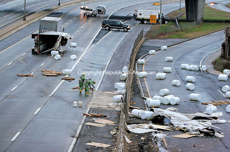 WATERBURY, CT-29November 2006-112906TK12- A tandem tractor trailer owned by Overnight Transportation broke opened when it overturned spilling 300 gallons of  potassium hydroxide solution on to the highway and a near by access road.  Tom Kabelka Republican-American (tandem tractor trailer, Overnight Transportation)