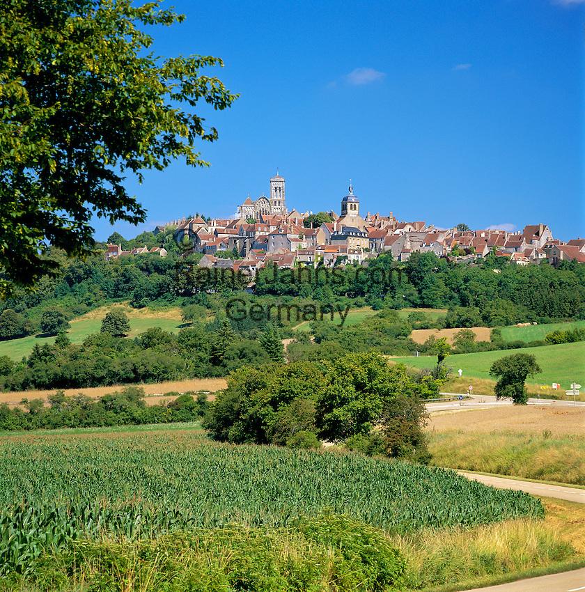 France, Burgundy, Département Yonne, Vézelay: View of Town   Frankreich, Burgund, Département Yonne, Vézelay: Stadtansicht