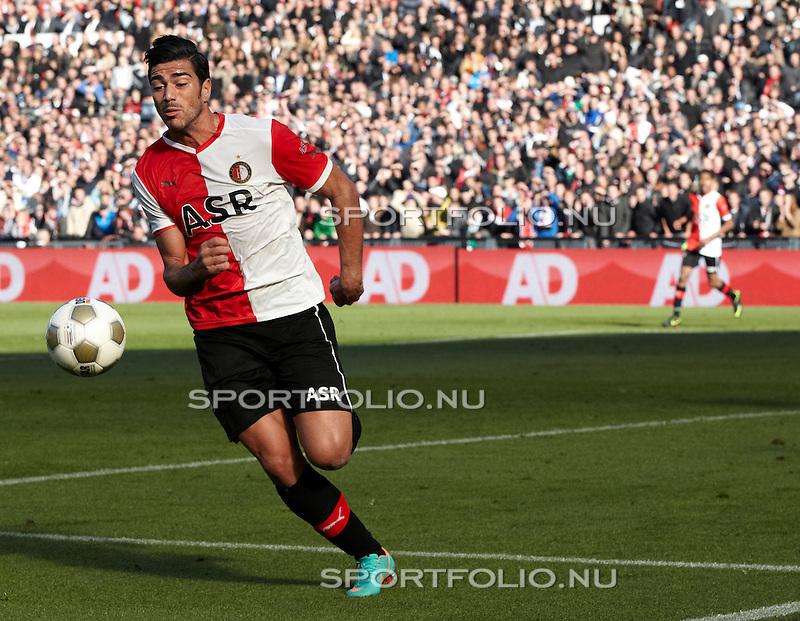 Nederland, Rotterdam, 28 oktober  2012.Eredivisie.Seizoen 2012-2013.Feyenoord-Ajax 2-2.Graziano Pelle van Feyenoord in actie met de bal