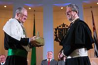 SAO PAULO, SP, 25.01.2014 - POSSE REITOR DA USP - Novo reitor da USP, Marco Antonio Zago (e) no Auditório Ulysses Guimarães, no Palácio dos Bandeirantes na região sul da cidade de Sao Paulo, deste sábado, 25. Zago é professor titular da USP desde 1990. Dentre outros cargos, foi presidente do Conselho Nacional do Desenvolvimento Científico e Tecnológico (CNPq) entre 2007 e 2010. Desde 2010, era pró-reitor de Pesquisa da USP.(Foto: Vanessa Carvalho / Brazil Photo Press).